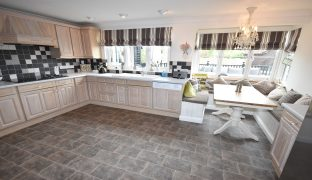 Hoveton - 6 Bedroom Detached House