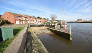 Reedham - 2 Bedroom End town house