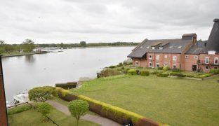 Oulton Broad - 3 Bedroom top floor apartment