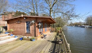 Norwich - 1 Bedroom Timber holiday cabin