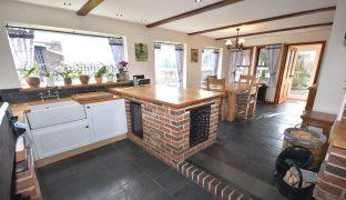 Repps with Bastwick - 4 Bedroom 3 bedroom cottage with 1 bedroom annexe