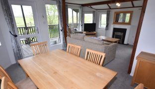 Burgh St Peter - 2 Bedroom Holiday Lodge